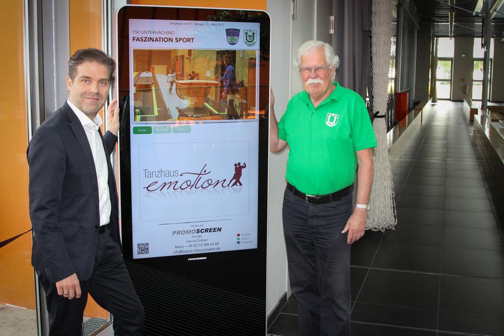 Volker Panzer (re.) Präsident des TSV Unterhaching und Hanns Gröner, Initiator und Videoproduzent