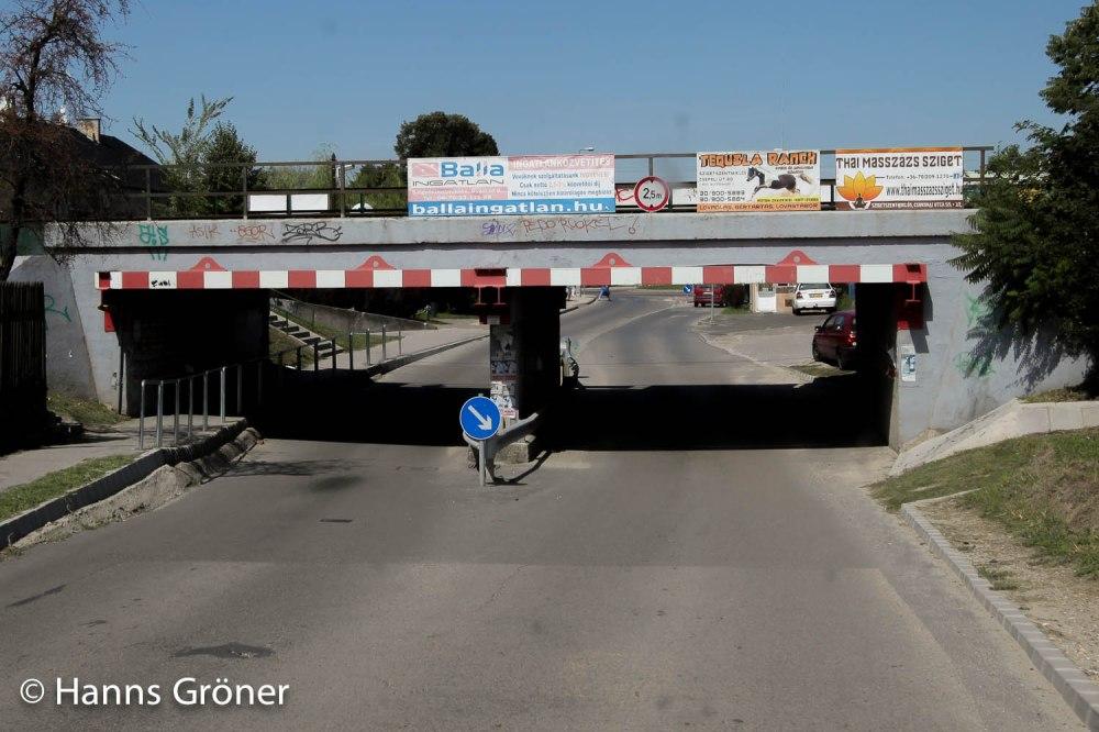 Bahnunterführung in Szigetszentmiklos (max. Höhe 2,5 Meter)