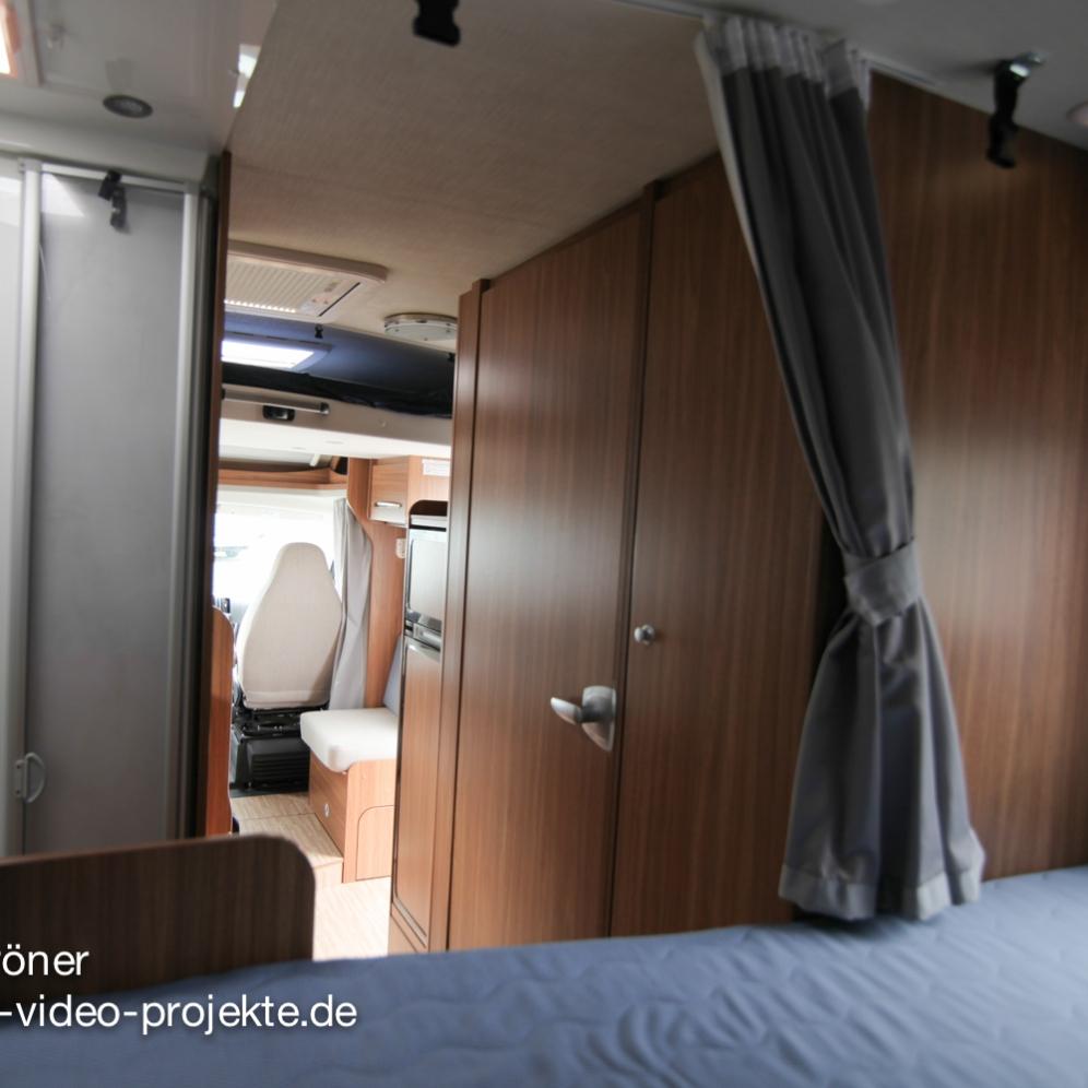 Carado T334 innen |Schlafbereich mit offener Türe