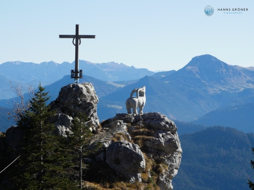 Kleiner Klettersteig mit Kreuz und Steinbock Foto: Hanns Gröner