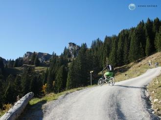 Unterhalb der Tölzer Hütte - Mountainbike mit E-Motor Foto: Hanns Gröner