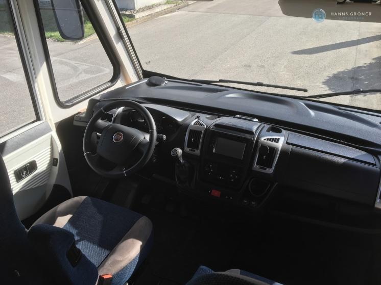 Bei McRent in Isny - Cockpit des Dethleffs Globebus I006 GT (Foto: Hanns Gröner)