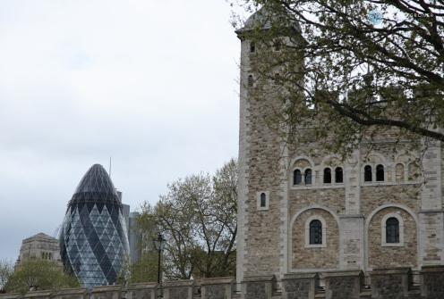 """Tower und """"die Gurke"""" im Hintergrund (Foto: Hanns Gröner)"""