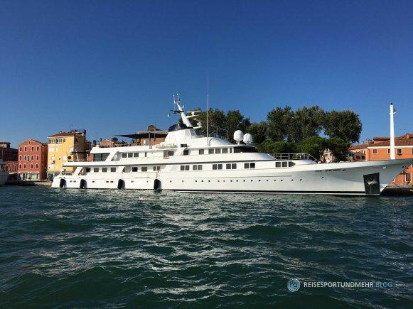 Venedig 2017 - Jacht am Canale Giudecca (Foto: Hanns Gröner)