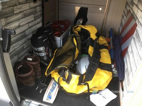 Das Nötigste für 2 Personen im Gepäckabteil des Pössl 2Win Plus | Foto: Hanns Gröner