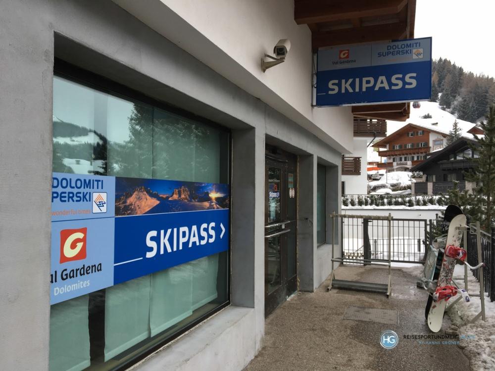 Skipass-Büro in Wolkenstein (Foto: Hanns Gröner)