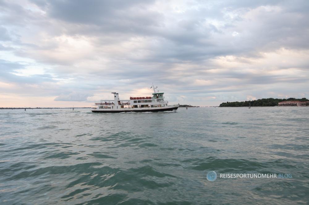 Schiff von Punta Sabbioni nach Venedig (Foto: Hanns Gröner, 2015)