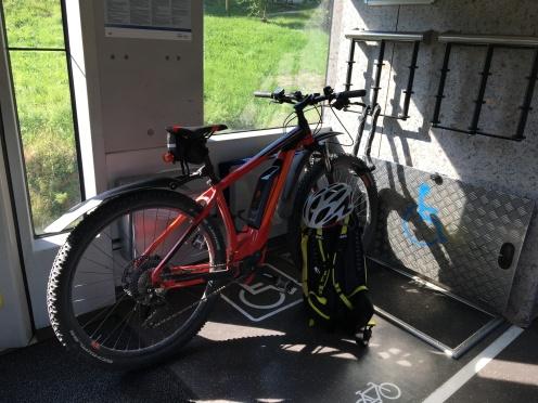 Fahrrad in der BOB von Holzkirchen nach Schliersee (Foto: Hanns Gröner)