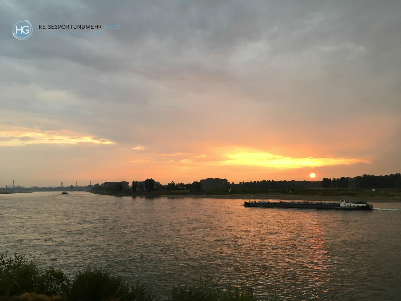 Vater Rhein | Monheim bei Sonnenuntergang (Foto: Hanns Gröner)