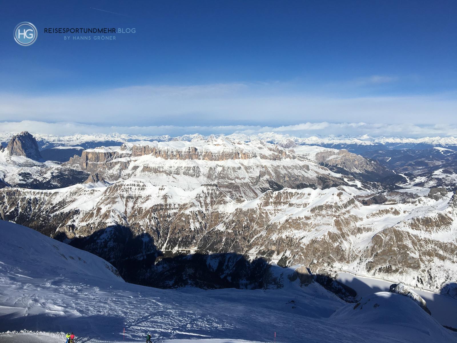 Südtirol Dezember 2018 - Blick von der Marmolada auf die Sellagruppe und den Langkofel (Foto: Hanns Gröner)