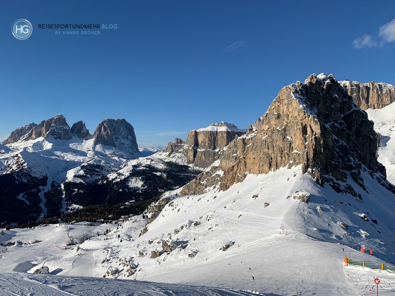 Dolomiten im Dezember 2019 - Blick auf Langkofel, Sella Gruppe und das Pordoijoch (Foto: Hanns Gröner)