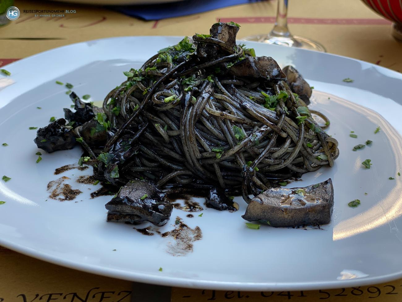 Spaghetti al nero di seppia im Ai Cugnai - Venedig Pfingsten 2021 (Foto: Hanns Gröner)