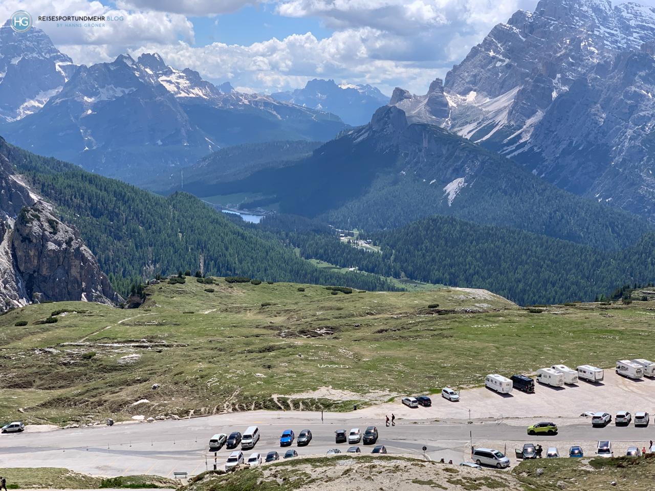 Dolomiten 2020 - Drei Zinnen - Parkplatz nahe Rifugio Auronzo mit Blick auf Misurinasee (Foto: Hanns Gröner)